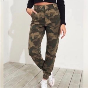 Hollister Green Army Camo Ultra High Rise Joggers